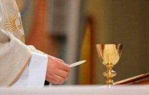 Por COVID-19, dedica Iglesia católica misa a comunicadores