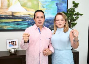 El Gobernador Carlos Joaquín y la presidenta del DIF-Quintana Roo Gaby Rejón de Joaquín felicitan a las madres en su día