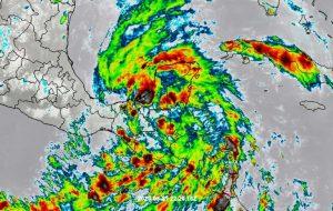 """Lluvias torrenciales por """"Amanda"""" y """"Cristóbal"""" en la península de Yucatán"""