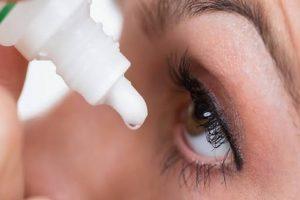 Recomienda IMSS usar gotas para los ojos para eliminar presencia de Covid-19
