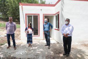 Entrega gobernador de Veracruz viviendas a familias de escasos recursos