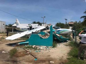 Se estrella avioneta en Holbox con 5 turistas a bordo