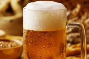 Tomar cerveza ayuda a prevenir el Alzheimer, revela estudio