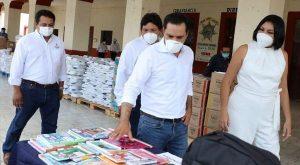 Realiza Vila gira de trabajo por Chicxulub Pueblo y Dzoncauich para supervisar la entrega de útiles escolares