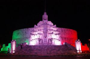 Mérida, con iluminación en colores patrios en tres puntos emblemáticos, pero sin adornos alusivos