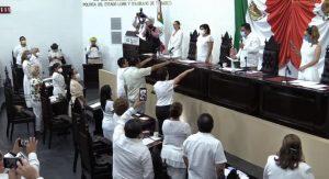 Rinden protesta integrantes del Concejo Municipal de Macuspana ante el Congreso de Tabasco