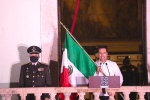 El gobernador Mauricio Vila reconoce labor de personal de salud durante el Grito de Independencia