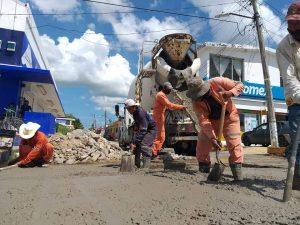Realiza Ayuntamiento de Tenosique mantenimiento y rehabilitacion de calles