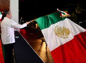 El gobernador Carlos Joaquín dio el Grito de Independencia desde el balcón central del Palacio de Gobierno