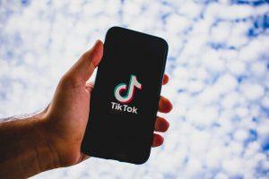 TikTok actualiza políticas para combatir el odio