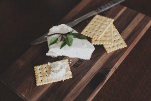 Revelan de qué está hecho el queso crema