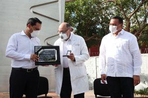 Reconocen el gobernador Mauricio Vila y el alcalde Renan Barrera dedicación, esfuerzo, compromiso y sacrificios de los médicos en su día