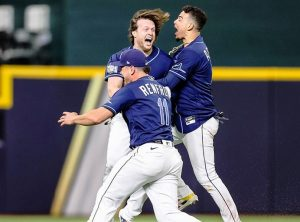 Increíble triunfo de Rays empareja la Serie Mundial ante Dodgers