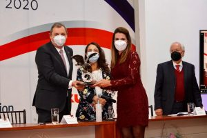 Recibe Soraya Pérez premio 'Águila CANACINTRA al mérito legislativo 2020'
