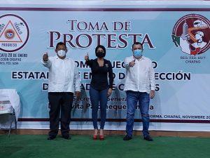 A nombre del CEN del sindicato 28 de Enero, Juan Carlos Ortiz Celaya le toma protesta a Olvita Palomeque Pineda secretaria general en Chiapas