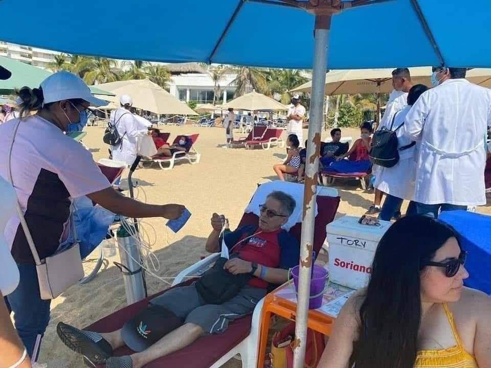 Se Viraliza Turista Con Tanque De Ox U00edgeno En Playa