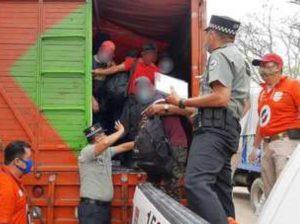 Hallan a 329 personas migrantes centroamericanas que viajaban hacinados en caja de tres camiones