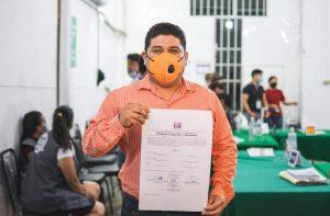 Ricki Arcos recibe constancia de mayoría como alcalde electo de Tacotalpa