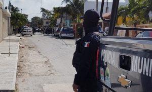Asegura FGE armamento y equipo táctico en cateo a inmueble en la localidad de Alfredo V. Bonfil en Benito Juárez