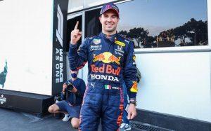 Sergio 'Checo' Pérez renueva contrato con Red Bull