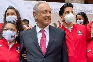 AMLO celebra medallas paralímpicas en Tokio 2020