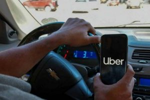 Uber planea dar seguro social a repartidores y choferes en México