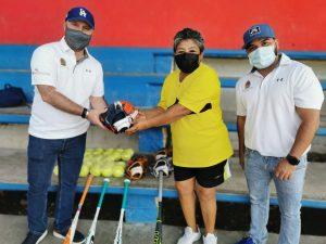 Brinda la COJUDEQ apoyo para la práctica del béisbol y softbol en la zona Maya