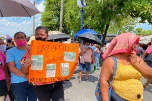 Bloquean Puente Cazones en Poza Rica, Veracruz damnificados del huracán Grace