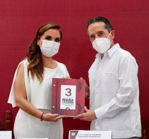 Carlos Joaquin presencia el Tercer Informe de Gobierno de Benito Juárez